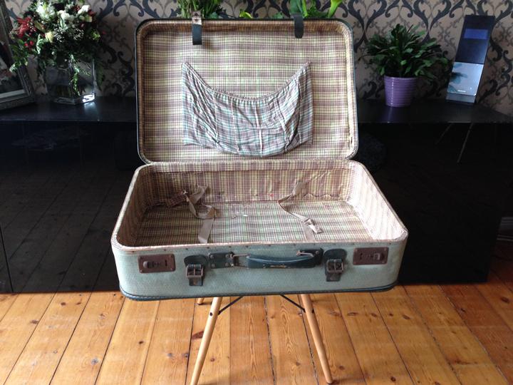 vintage koffer f r hochzeitskarten i wedding board. Black Bedroom Furniture Sets. Home Design Ideas