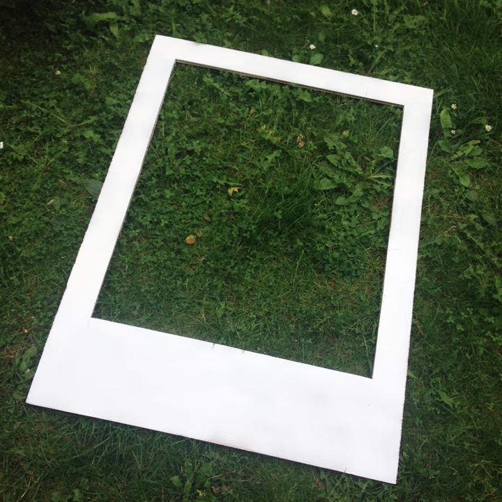DIY Polaroid Photobooth mit Happily Ever After Schriftzug zum ...