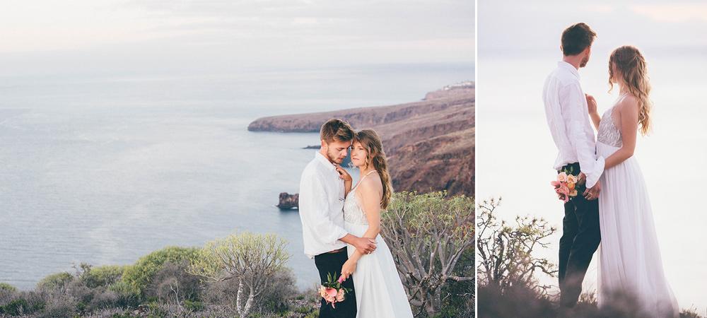 Brautpaar blick auf atlantisches Mittelmeer und genießt Sonnenaufgang